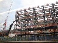 ogrodzenie budowlane wokół placu budowy